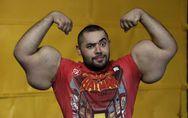 Cet homme a les plus gros biceps du monde ! (Vidéo)