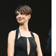 Anne Hathaway en robe transparente pour la première des Misérables (Photos)