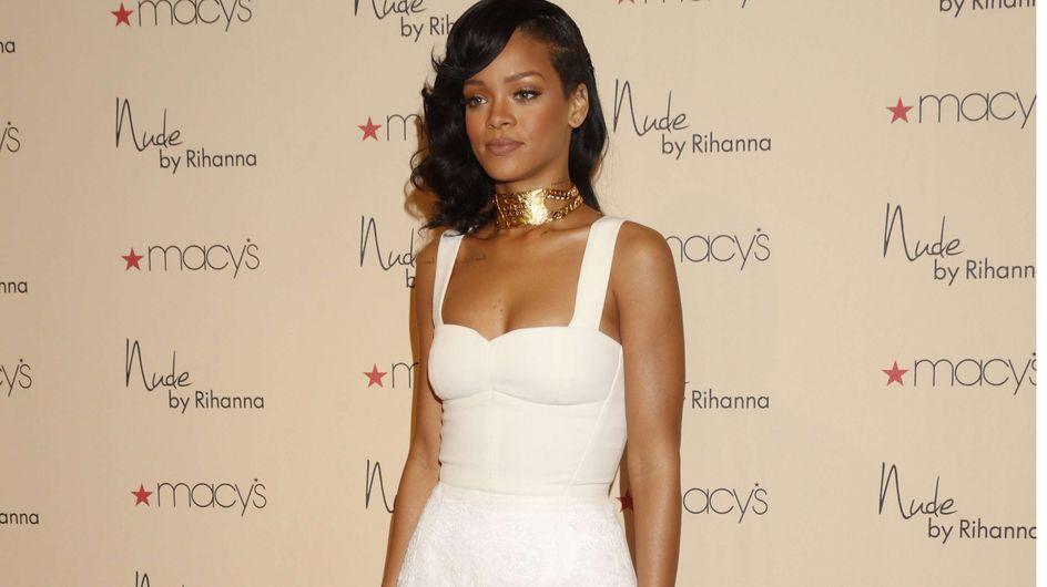 Rihanna : Resplendissante dans une robe virginale... (Photo)