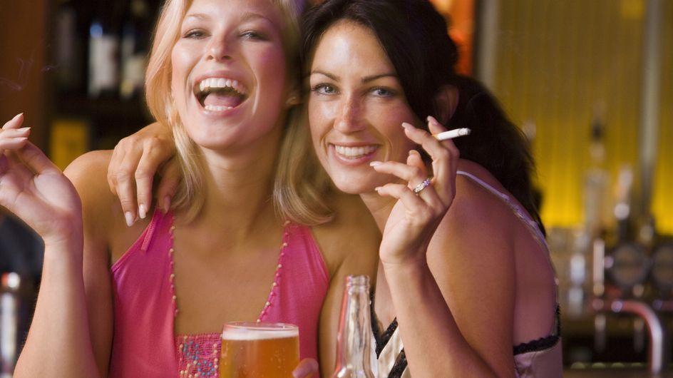 Cigarette et alcool, le combo qui aggrave la gueule de bois