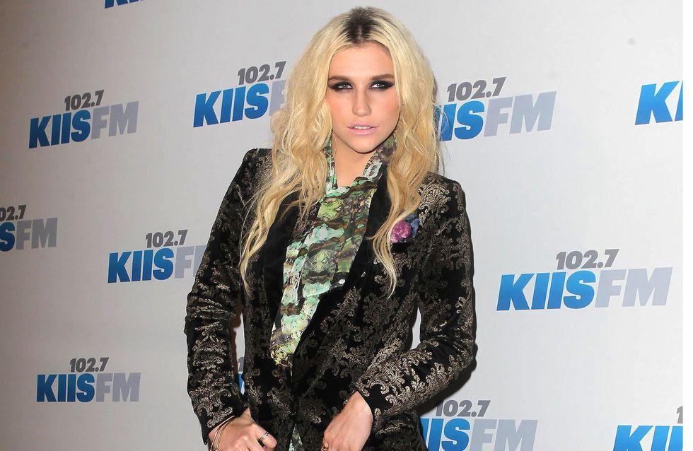 Kesha et son costume dentelle : Le pire look de la semaine ! (Photos)