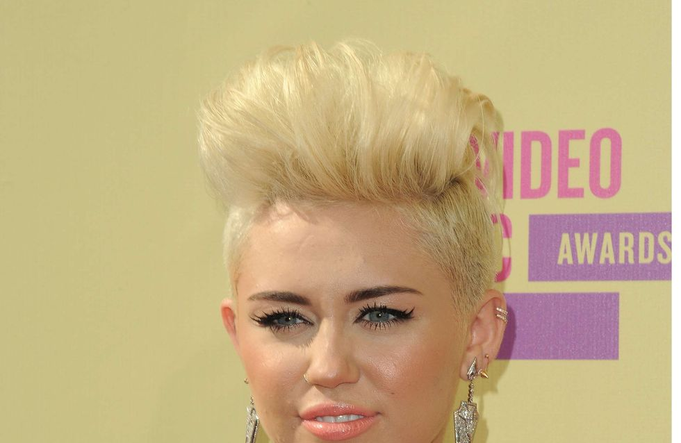 Miley Cyrus : A moitié nue sur scène (Photos)