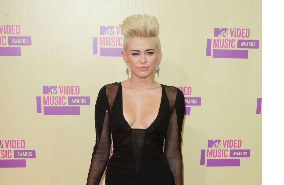 Miley Cyrus : Anéantie par la mort de son compagnon (Photos)