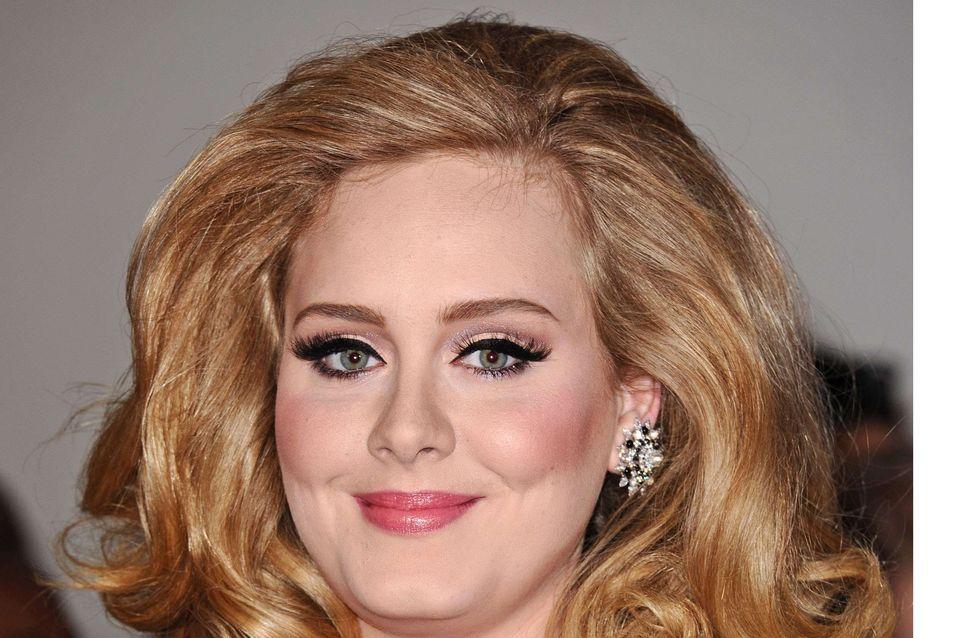 Adele : Une amende à cause de son fils nouveau-né