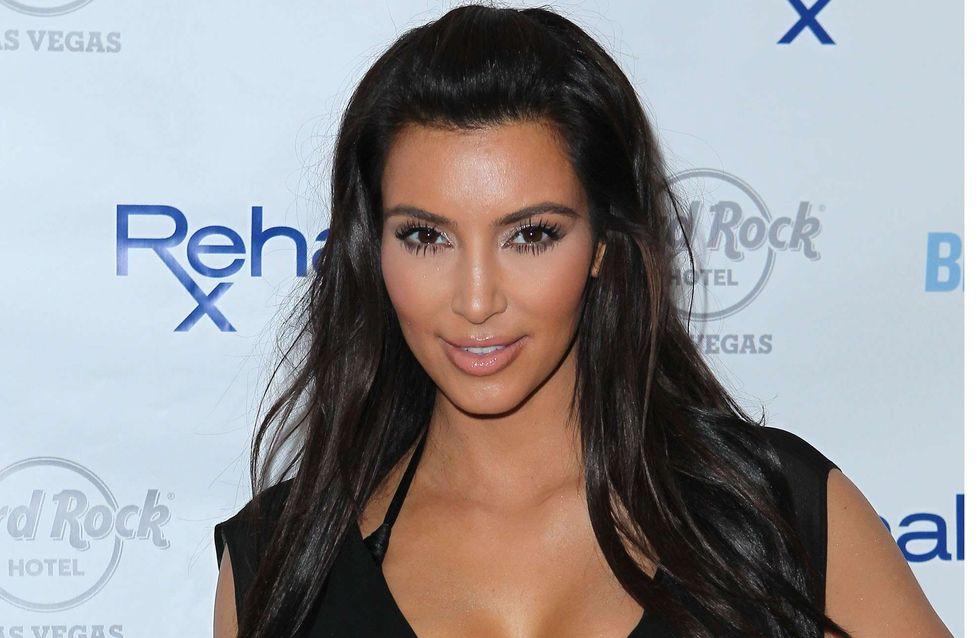 Kim Kardashian : Toute boudinée dans sa jupe !