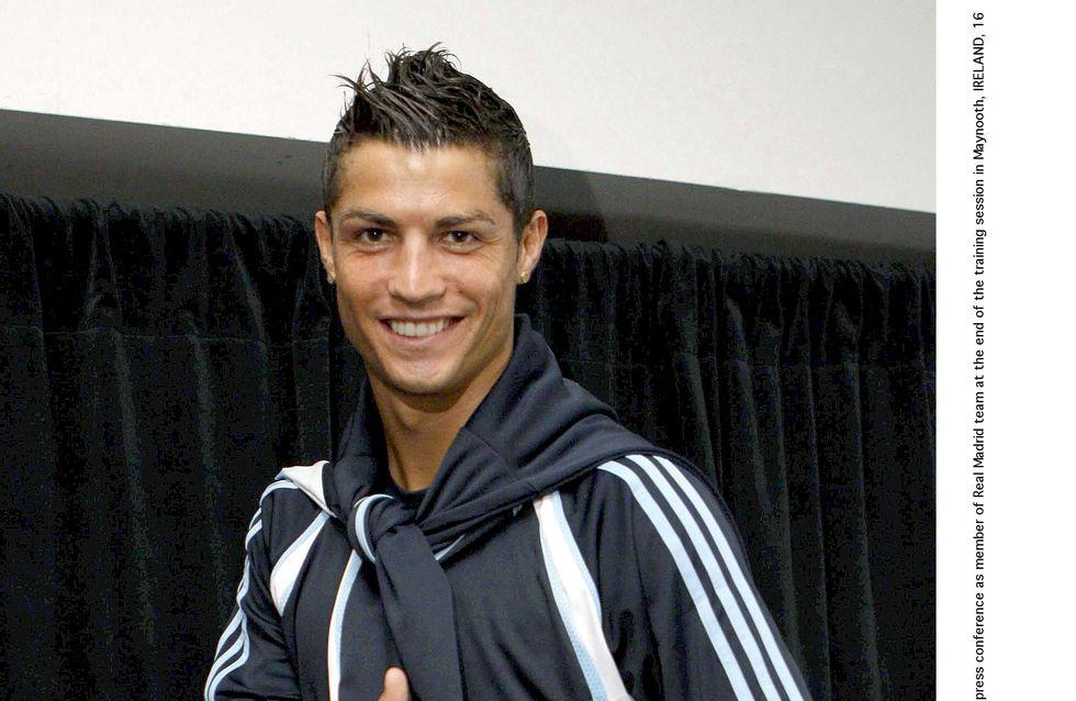 Cristiano Ronaldo : Sa copine à moitié nue sur le Net (Photos)