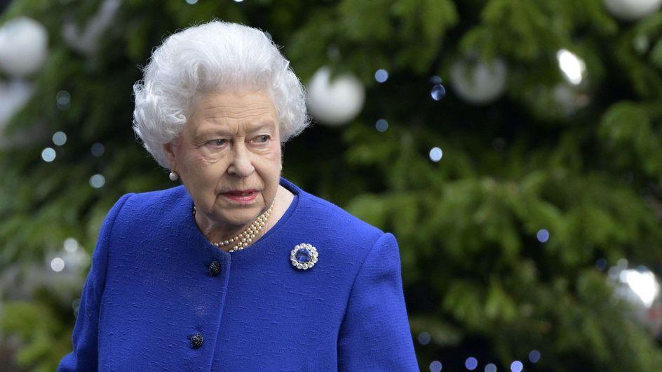 Reine Elizabeth II : Son look Swarovski 3D fait sensation ! (Photo)