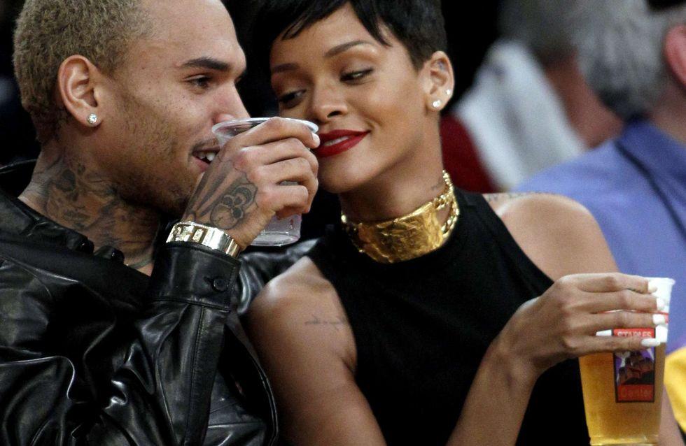 Rihanna : Repérée en plein flirt avec Chris Brown pour Noël (Photos)