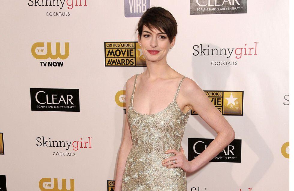 Anne Hathaway : Un look décevant aux Critics' Choice Awards (Photo)