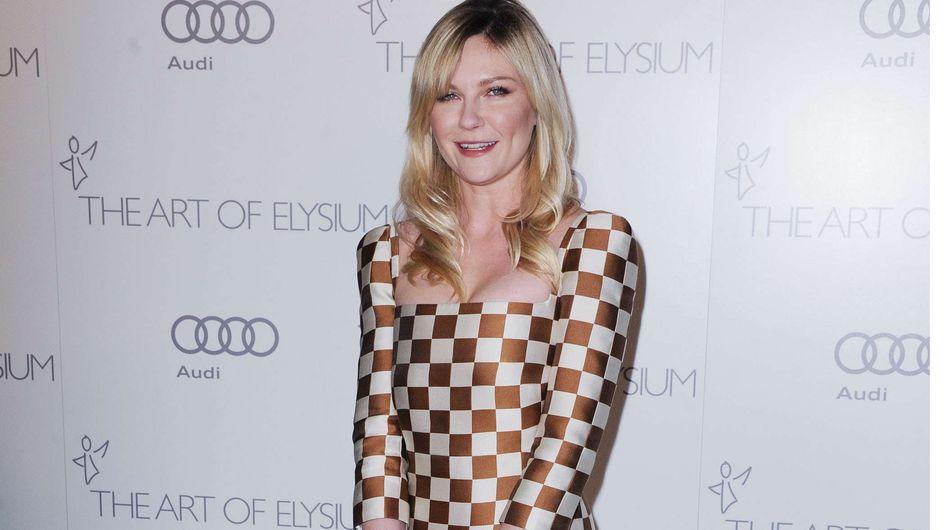 Kirsten Dunst : Elle ose la robe damier Louis Vuitton