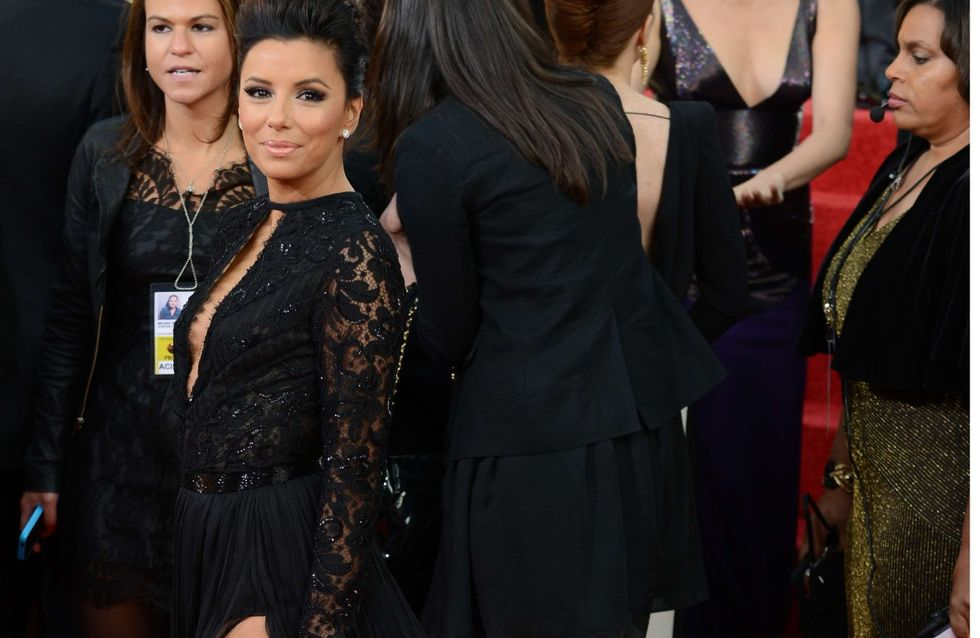 Eva Longoria : Un téton qui pointe aux Golden Globes (Photos)