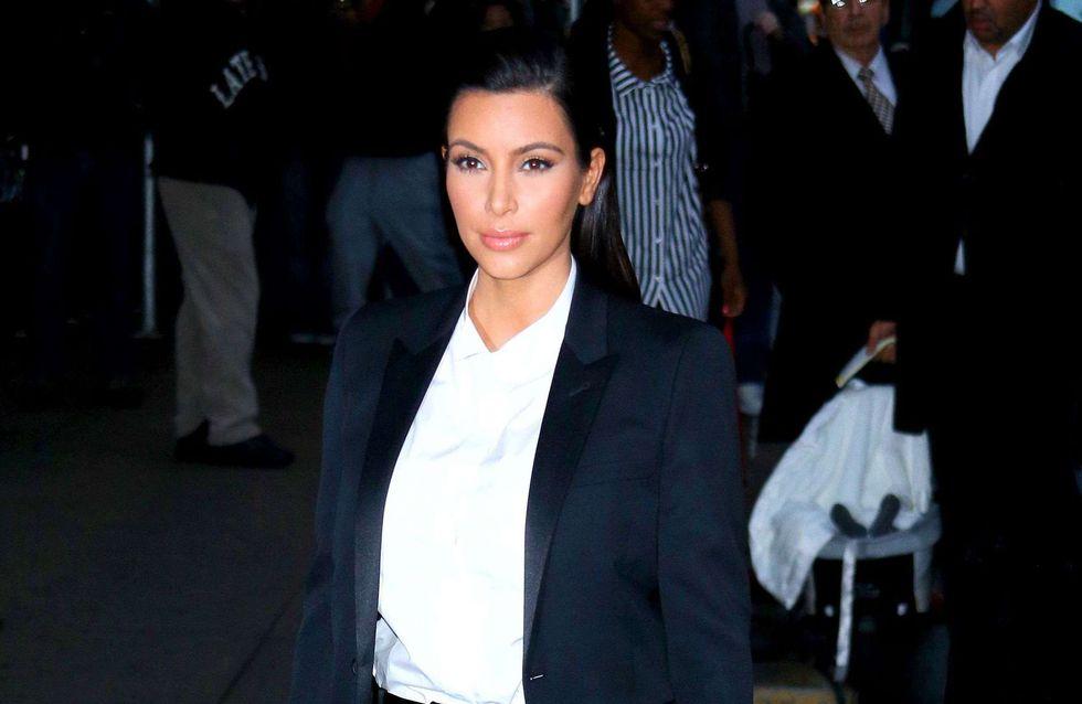 Kim Kardashian : Elle ose le smoking chic (Photos)