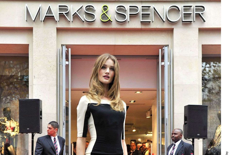 Rosie Huntington Whiteley : Nouvelle égérie lingerie pour Mark&Spencer