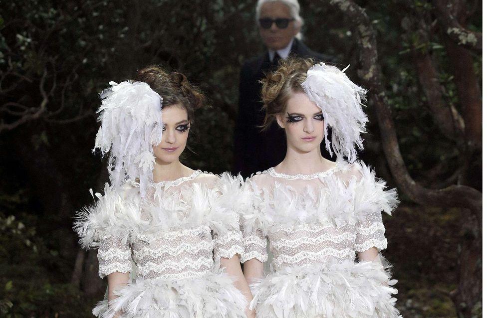 Chanel : Karl Lagerfeld fait défiler deux mariées en soutien au mariage gay (Photos)