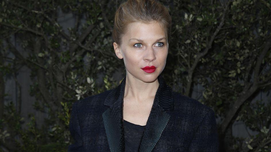 Clémence Poésy : Son look chic et casual au défilé Chanel (Photos)