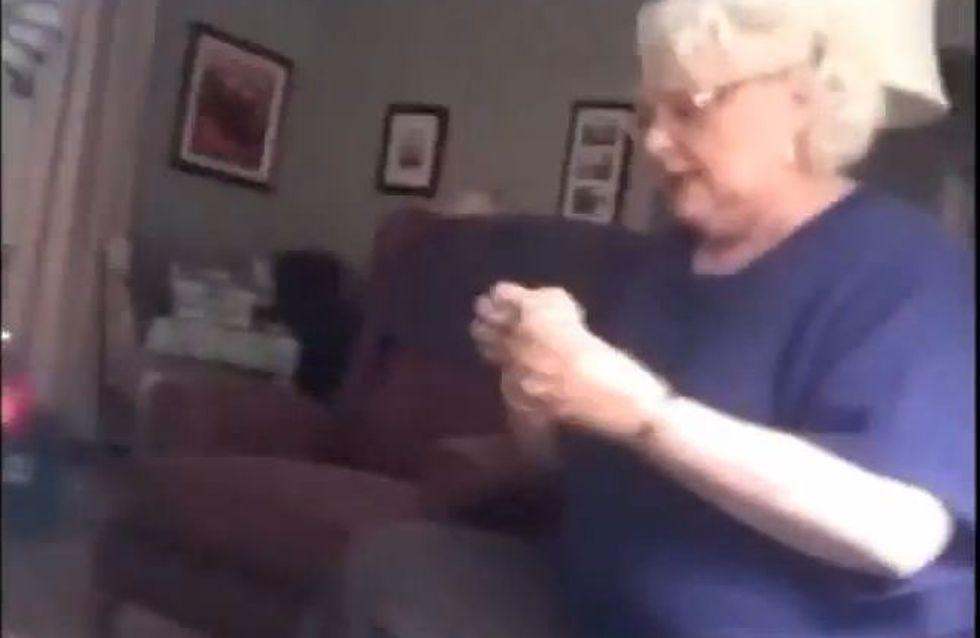 Insolite : Regardez la réaction de cette femme lorsqu'elle apprend qu'elle va devenir grand-mère (Vidéo)