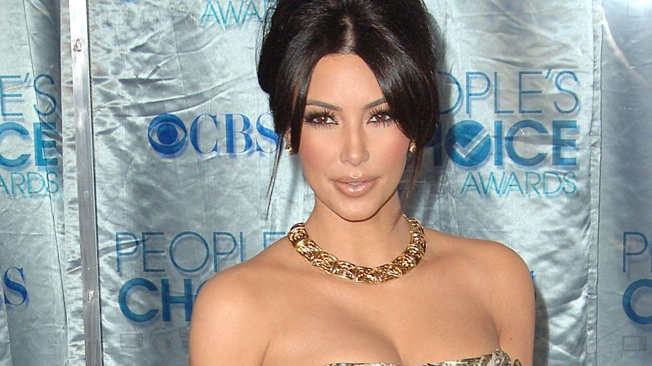 Kim Kardashian : Des escarpins pour visiter un orphelinat en Afrique (Photos)