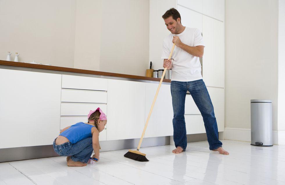 Les hommes qui participent aux tâches ménagères feraient moins l'amour