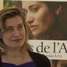 Emmanuelle Devos : Je rêverais d'avoir un fils caché (Vidéo Exclu)