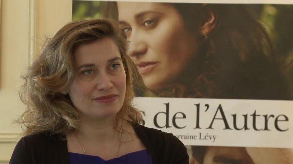 """Emmanuelle Devos : """"Je rêverais d'avoir un fils caché"""" (Vidéo Exclu)"""