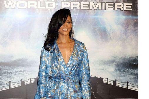 Rihanna, Battleship, pyjama