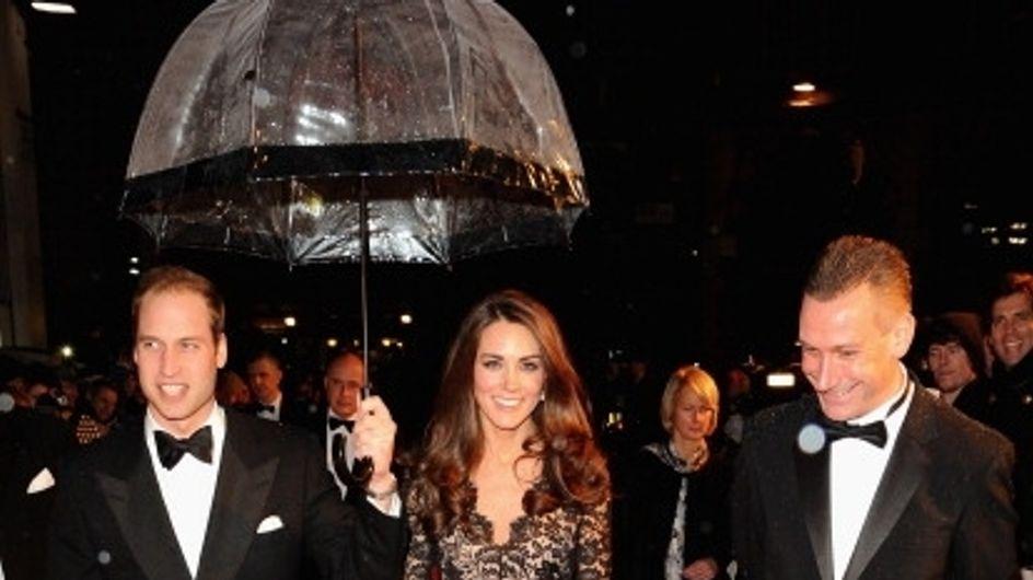 Kate Middleton : Elle part en tournée habillée en Temperley London (Photos)