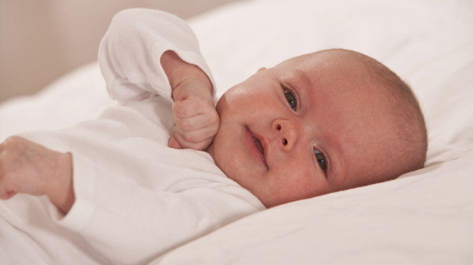 Faits divers : Un bébé retrouvé vivant dans son cercueil