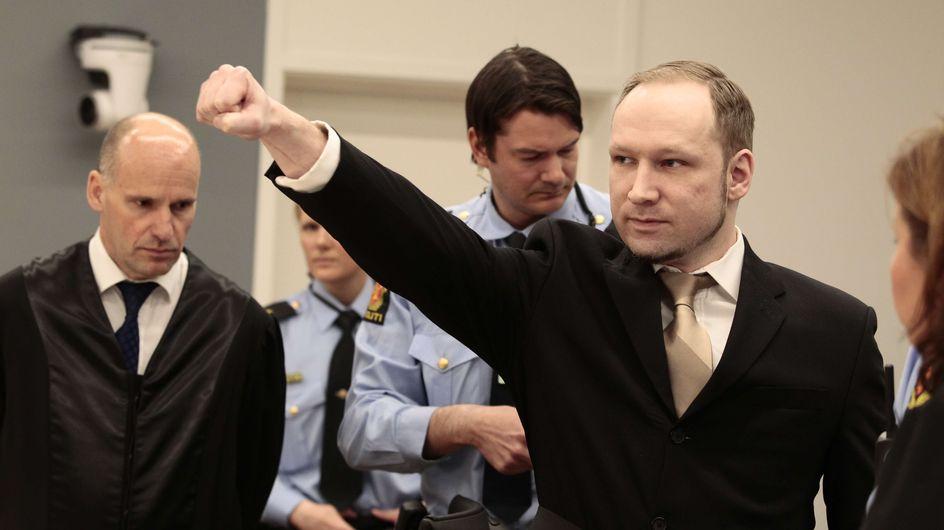Breivik : Il ouvre son procès à Oslo avec un salut d'extrême droite (Vidéo)