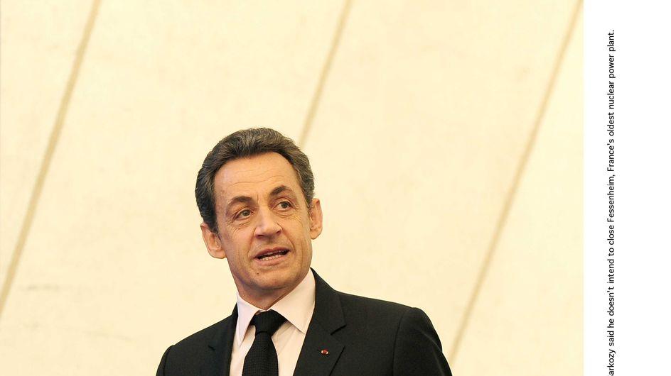 Nicolas Sarkozy : Il cache sa montre avant de serrer des mains ! (Vidéo)