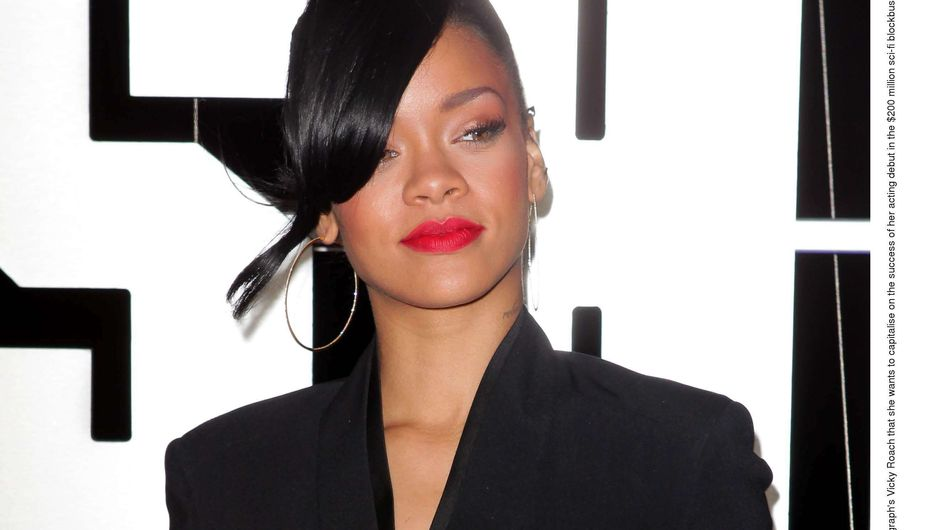 Rihanna : A moitié nue sur Twitter (Photos)
