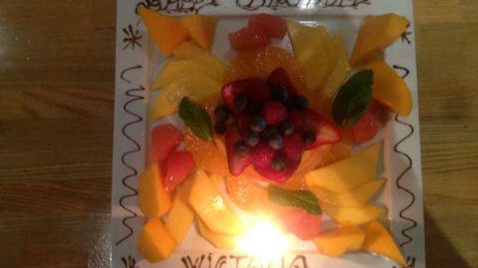 Victoria Beckham : Une salade de fruits pour son anniversaire ! (Photos)