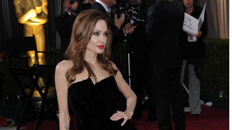 Angelina Jolie : Sa robe de mariée signée Versace ?