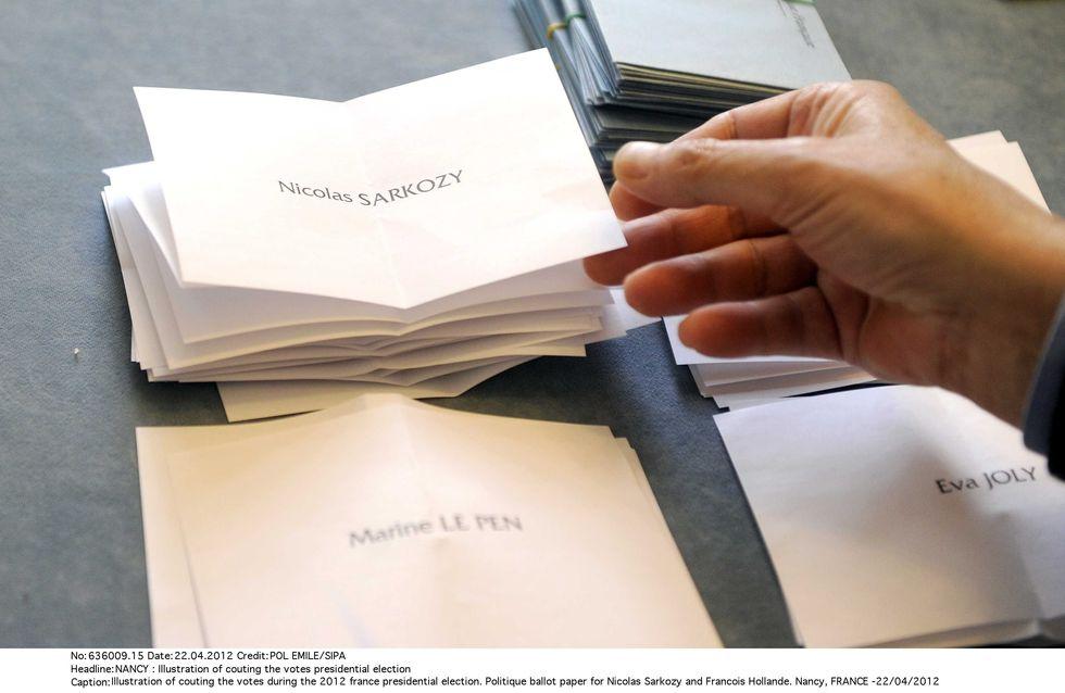 Présidentielle 2012 : Des bulletins de vote... écrits à la main !