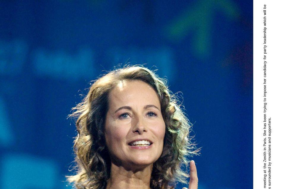 A peine arrivée Ségolène Royal défend bec et ongles François Hollande