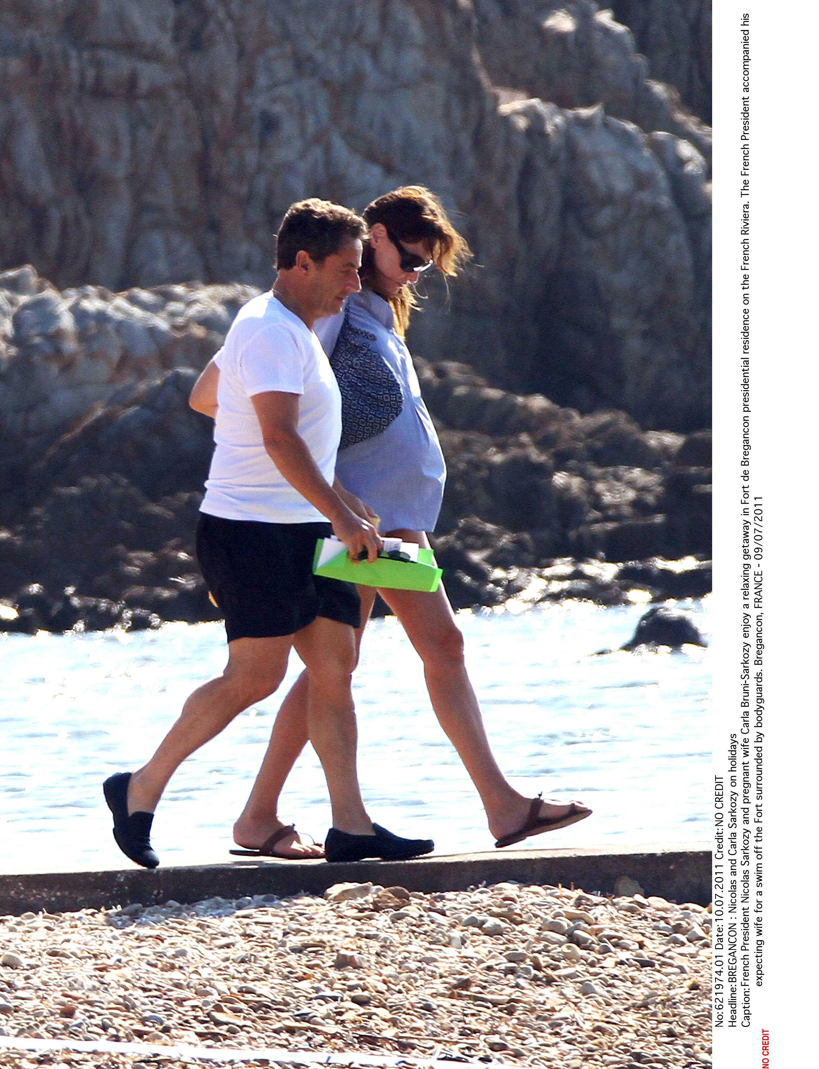 Hollande Vs Sarkozy Le Match Des Vacances Photos