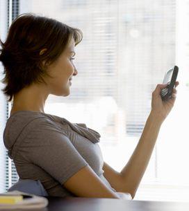 Les smartphones : Ils favorisent le double-menton !