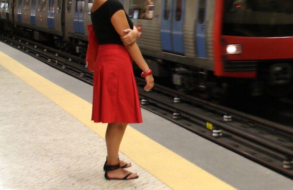 Il découpe les jupes des filles dans le métro
