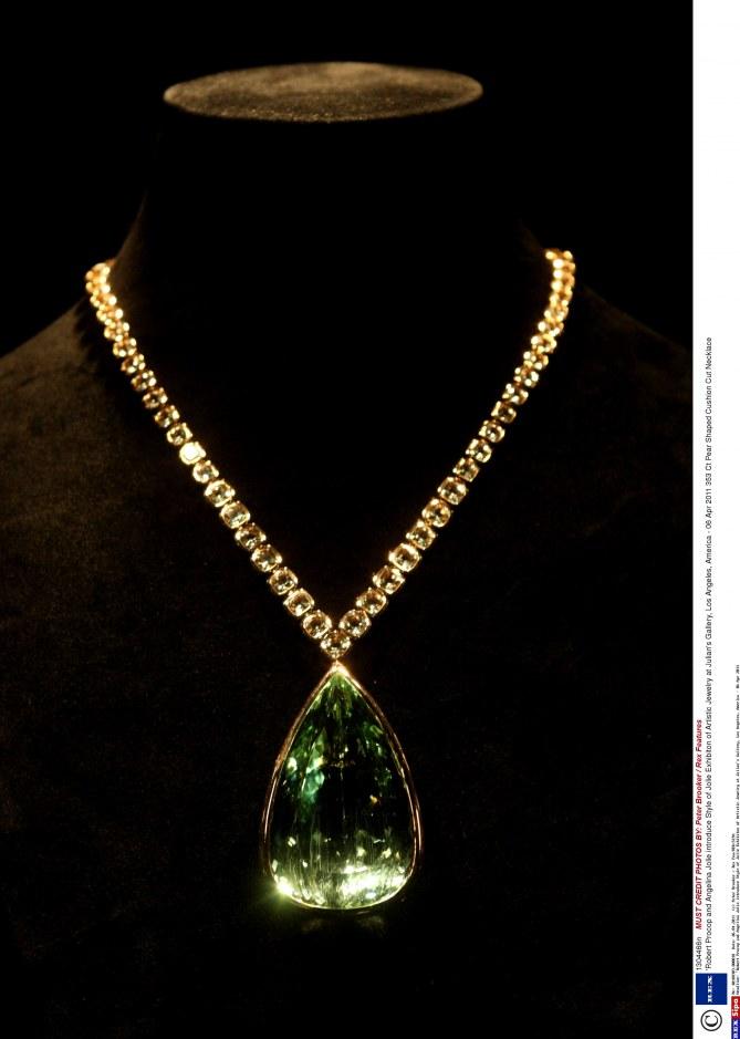 Angelina Jolie bijoux