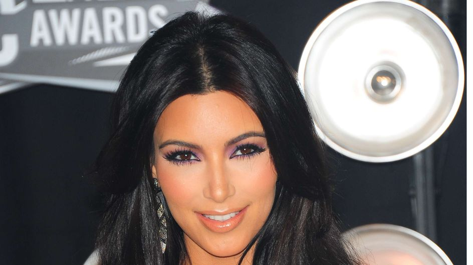 Kim Kardashian : En cuir et en string sur Instagram (Photos)