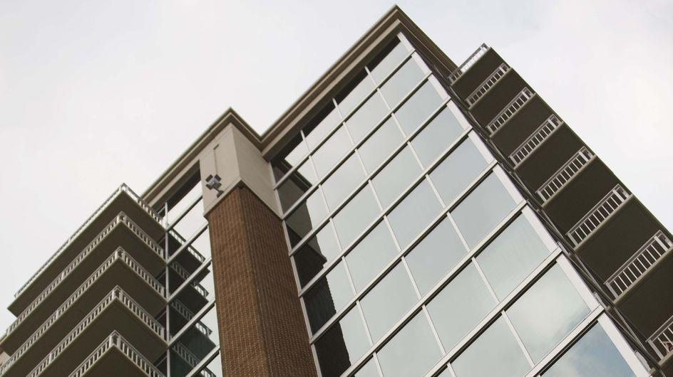Faits divers : Un enfant hospitalisé après être tombé du 11ème étage