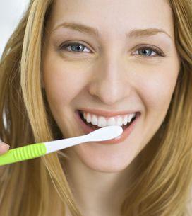 Dents : Attendez 30 minutes après un repas pour les brosser !