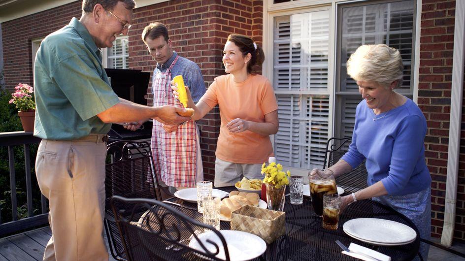 Découvrez ce que font vos invités quand vous avez le dos tourné !