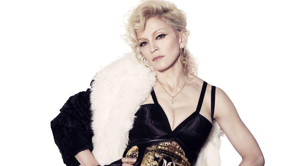 Madonna : Après son sein, elle montre ses fesses ! (Vidéo)