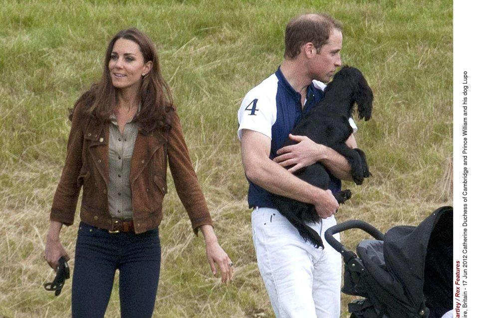 Kate et William : En attendant bébé, ils câlinent Lupo (Photos)