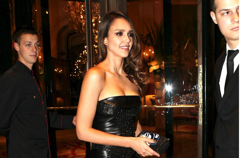 Jessica Alba : Sublime à Paris lors de la fashion week (Photo)