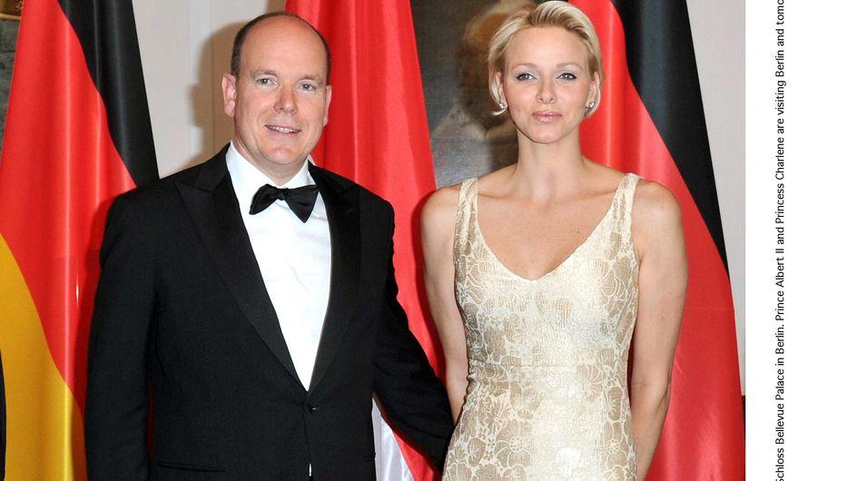 Charlène de Monaco : Radieuse dans sa robe dorée ! (Photo)