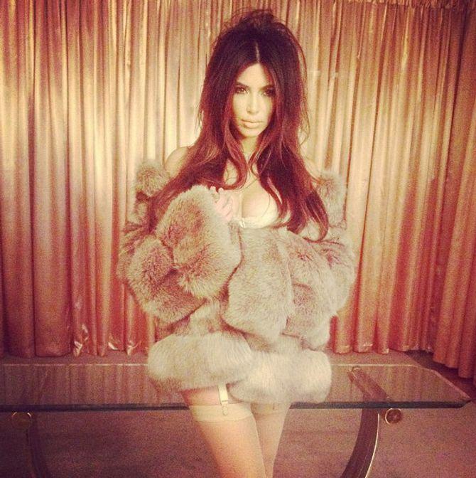Kim Kardashian sexy porte-jarretelles