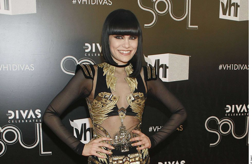 Jessie J : Elle se rase le crâne pour la bonne cause ! (Vidéo)