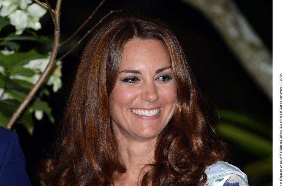 Kate Middleton : Elle cache son ventre avec une cape