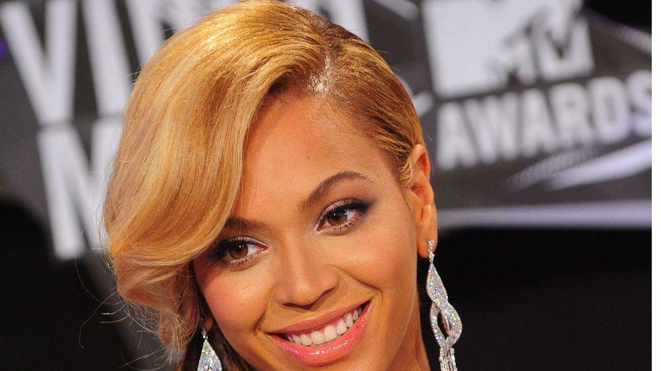 Beyoncé : Son look lors du Super Bowl fait scandale (Photos)